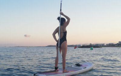 Practica paddle surf este verano y mantén tu espalda sana.